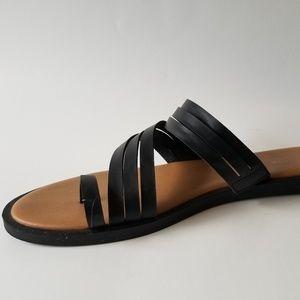 Kenneth Cole REACTION Women's Toe Loop Flat Sandal